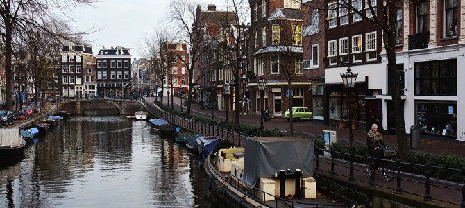 #AmsterdamCityExplorer: Red Light District, biciclete, canale si casute pe apa