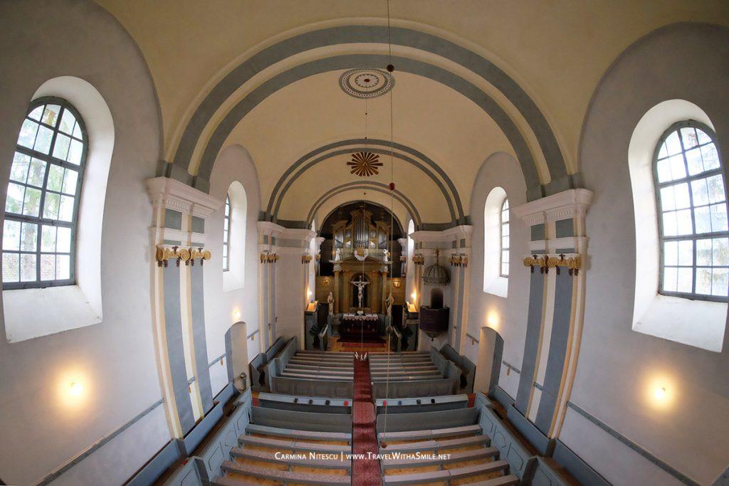 Interiorul bisericii din Crit