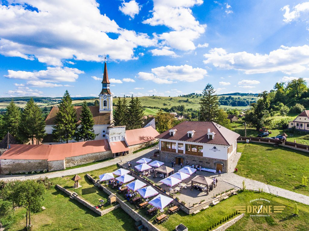 Biserica Evanghelica Fortificata din Crit si Casa Kraus. Imagine realizata de www.TheDrone.ro