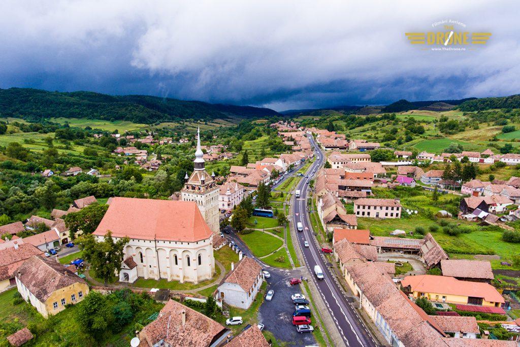 Satul Saschiz, Biserica Evanghelica si Turnul Bisericii. Fotografie realizata de www.TheDrone.ro