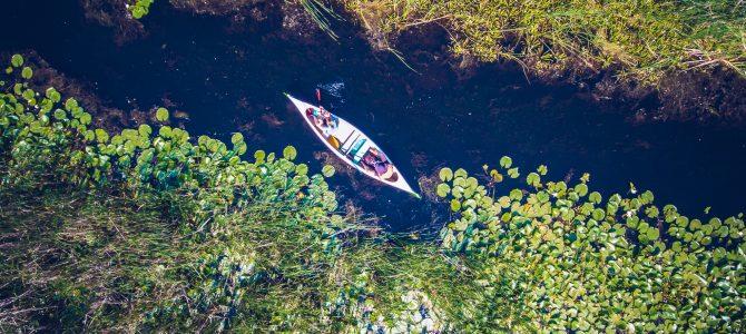 Cu canoe pe canalele Deltei Dunarii
